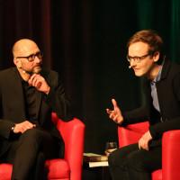 lit.COLOGNE 2018: Heinrich Steinfest (l.) mit Moderator Florian Kessler. © Ast/Jürgens